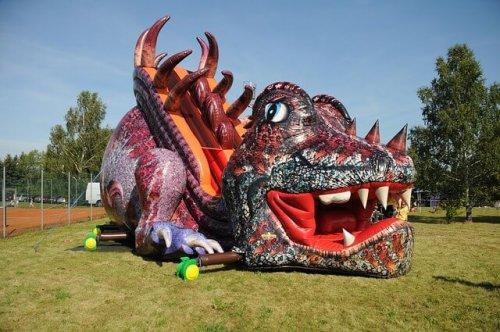 bouncy-castle-dragon